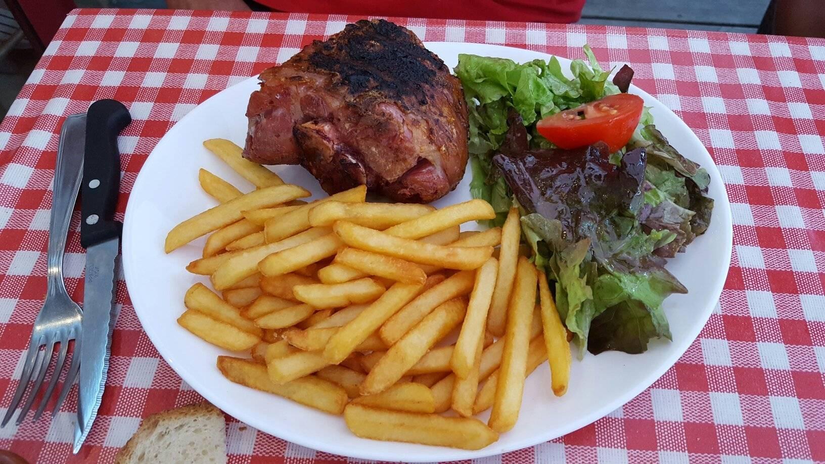 prix de détail chaussures de séparation nouvelle apparence Réservez en ligne : La P'tite Casquette Restaurant à La ...